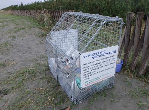 海岸に設置したゴミ箱